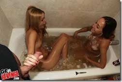 bathtub-blowjob-04